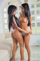 amateur_girlfriends_touch_and_tease_033.jpg