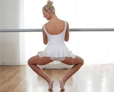 petite-blonde-dancer-s2e10