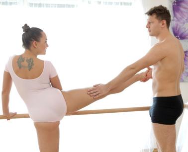flexible-dancer-swallows-cum-s4e2