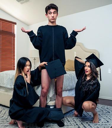 stepsisters-graduation-day-s17e4