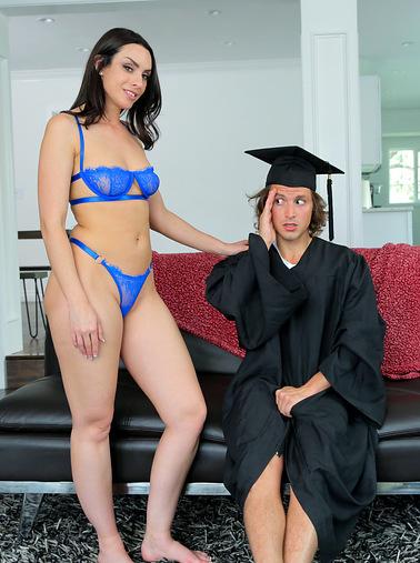 stepsons-graduation-day-s16e1
