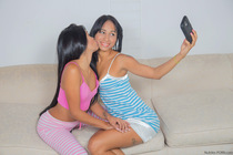 amateur_girlfriends_touch_and_tease_007.jpg