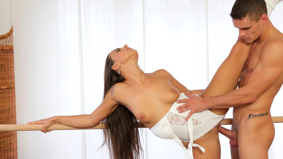 Flexible Form – S1:E9 - סרטי סקס