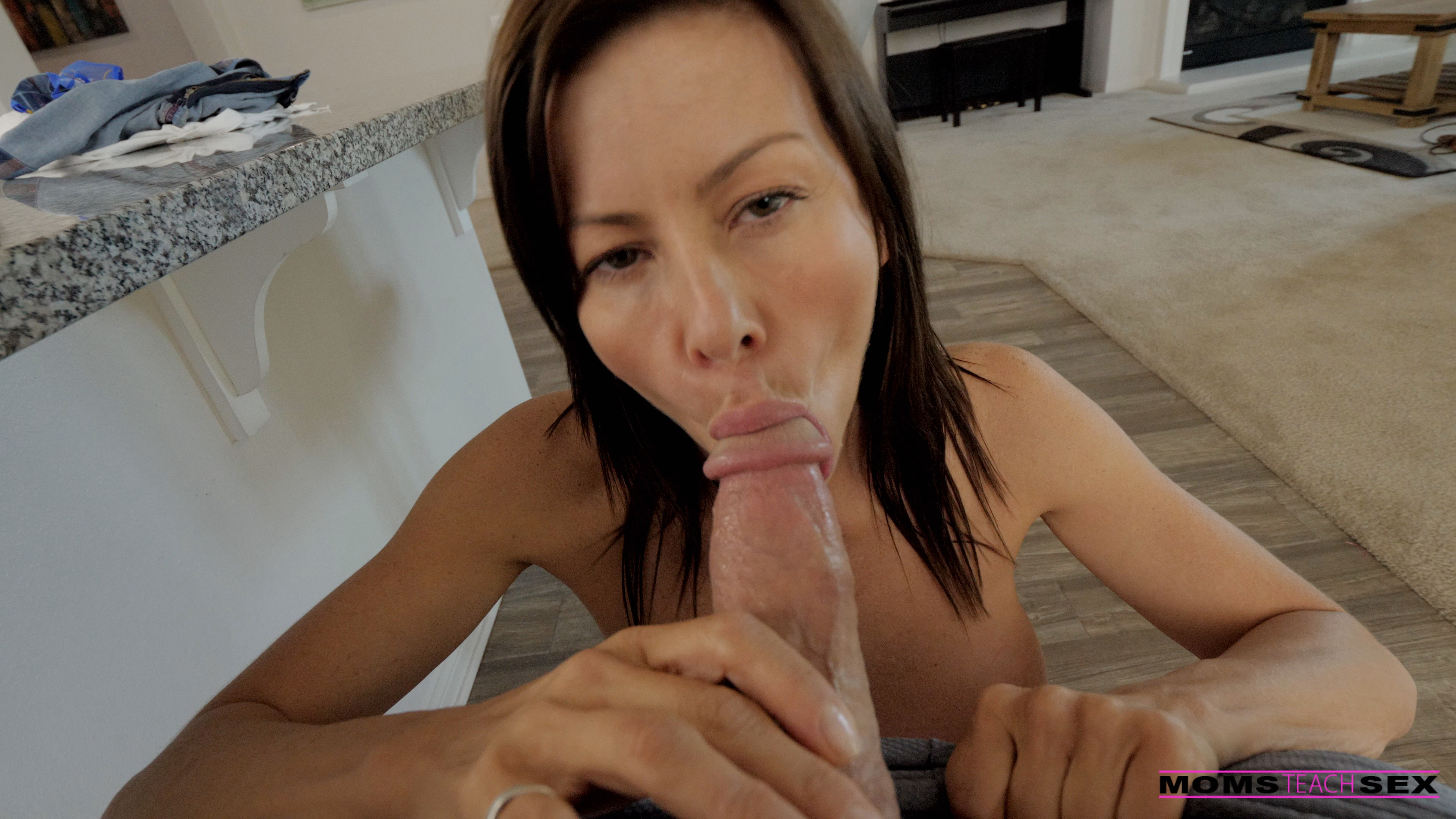 MomsTeachSex.com - Alexis Fawx: Mind Your Manners - S10:E5